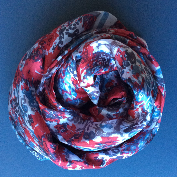 Panuelo-Kilim3-rojo_azul-Melifluos-GWG